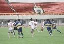 图文:[邀请赛]国青0-1韩国 众将紧盯皮球