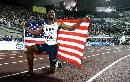 图文:[田径]世锦赛百米决赛 身披美国国旗庆祝