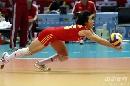 图文:[大奖赛]中国女排3-0巴西 张娴飞身救球