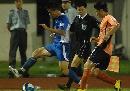 图文:[中超]武汉0-0上海 边路对决
