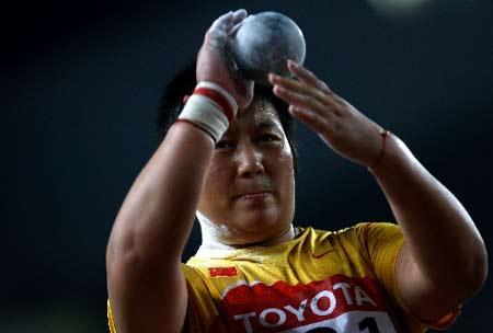 图文:田径世锦赛女子铅球赛 李梅菊在比赛中
