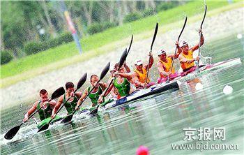 图文:好运北京赛事花絮 赛艇选手进行比赛