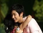 李俊基与小粉丝拥抱