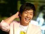 李俊基开怀大笑