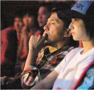 本月18日,戴立忍(左)和桂纶镁被拍到一起去听陈绮贞的演唱会。