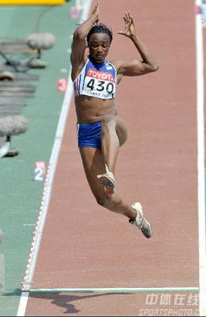 图文:大阪世界田径锦标赛预赛 法国跳远选手
