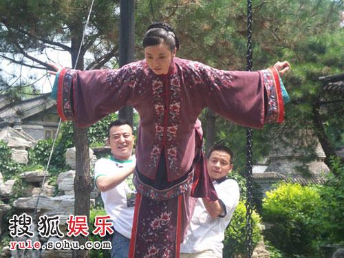 电影演员宋佳的丈夫_宋佳饰演一个在封建家族成长,有着海外留学经历,嫁给了一个变态丈夫