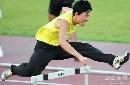 图文:大阪赛刘翔第三堂训练课 刘翔跨栏的英姿