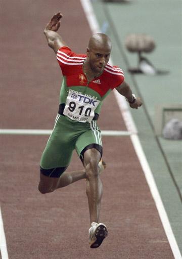 男子三级跳_图文:埃沃拉问鼎男子三级跳远 奇怪的跑动姿势