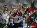 图文:男子1500米半决赛结束 比赛中人流涌动