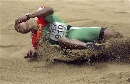 图文:男子三级跳远埃沃拉夺冠 埃沃拉从天而降