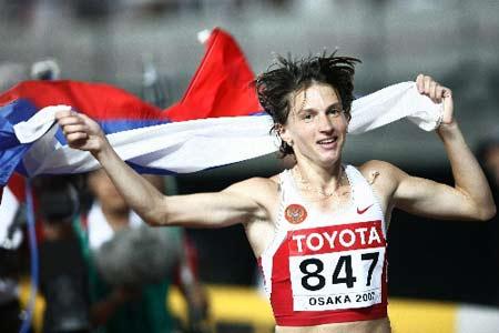 图文:女子3000米障碍决赛 沃尔科娃庆祝夺金牌