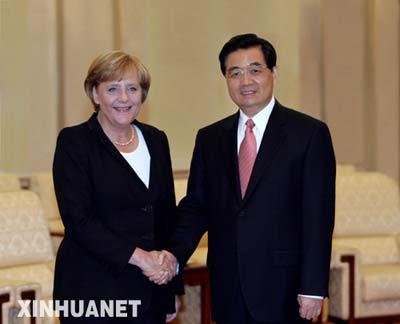 8月27日,国家主席胡锦涛在北京人民大会堂会见德国总理默克尔。 新华社记者 黄敬文 摄
