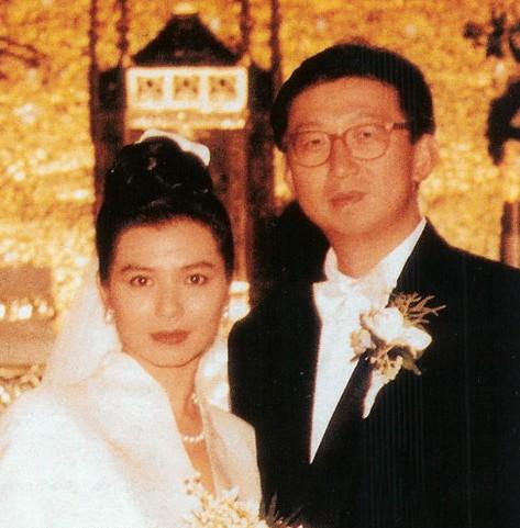 图:钟楚红与老公朱家鼎甜蜜照2
