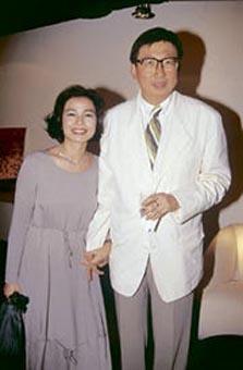 图:钟楚红与老公朱家鼎甜蜜照4