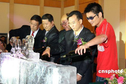 图文:礼仪之星选拔赛启动 嘉宾共同启动仪式