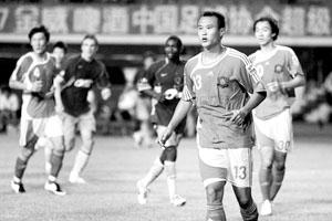 徐云龙(右)昨天打进一球,帮助国安取得三连胜