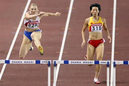 图文:400米栏半决赛黄潇潇晋级 中国选手黄潇潇