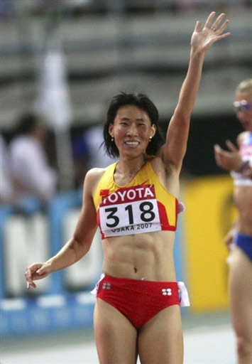 图文:400米栏半决赛黄潇潇晋级 黄潇潇轻松晋级
