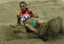 图文:俄罗斯选手包揽跳远奖牌 选手们都很努力