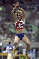 图文:俄罗斯选手包揽跳远奖牌 奇怪的超人姿势