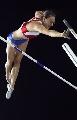 图文:撑杆跳伊辛巴耶娃夺冠 在空中一样冷静