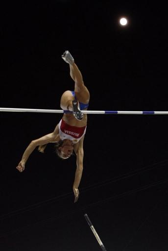 图文:撑杆跳伊辛巴耶娃夺冠 宛如天人的伊娃