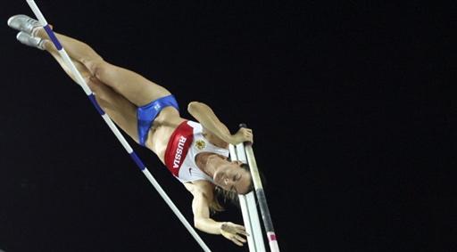 图文:撑杆跳伊辛巴耶娃夺冠 空中优美的动作