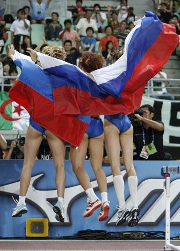图文:世锦赛第四日十佳图片 俄罗斯三朵金花