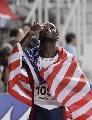 图文:世锦赛第四日十佳图片 身披国旗送飞吻