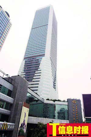 """广东国际大酒店于1992年7月开业。因为有63层,因此被广州人亲切地称为""""63层"""",它曾经一度是广州最高的建筑物。巢晓 摄"""