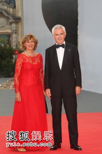 图:64届威尼斯影展开幕 主席科洛夫携妻亮相5