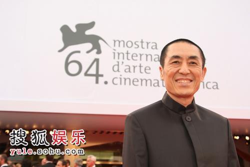 图:威尼斯影展开幕 评委会主席张艺谋亮相红毯