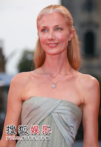图:64届威尼斯开幕 女星乔莉-理查森性感迷人