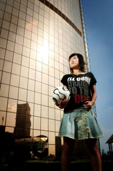 图文:女足美女球员系列之张颖 我是张颖我最大