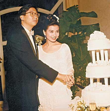 当年幸福的结婚照(资料图片)