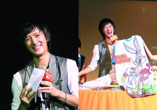 韩庚在读歌迷信时一度哽咽;韩庚展示金希澈送出的睡衣(龙关成