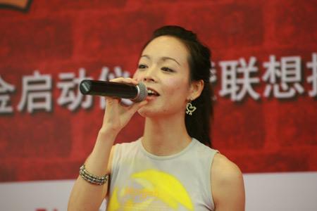 图文:联想提名紫娃为奥运火炬手 杨波演唱歌曲