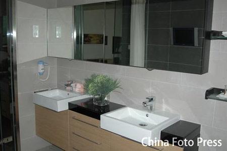 图文:奥运村运动员公寓楼样板间 双人卫生间