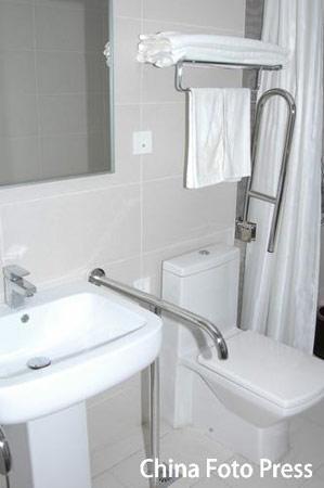 图文:奥运村运动员公寓楼样板间 洗手间