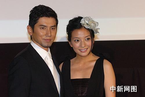 2007年中国电影展开幕式影片《夜上海》的男女主角本木雅弘和赵薇出席开幕式