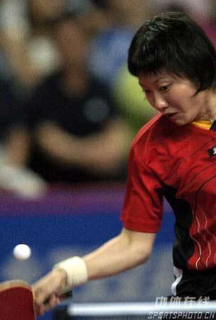 图文:中国大奖赛男女单四强产生 李佳薇比赛中