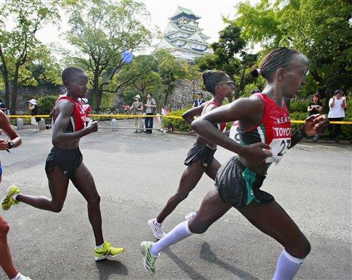 图文:周春秀马拉松摘银 肯尼亚选手集团优势