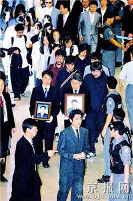 19名获释韩国人质终抵家
