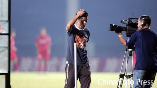 图文:[中甲]重庆1-0南京 力帆魏新被罚出场