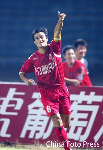 图文:[中甲]重庆1-0南京 王锴庆祝进球