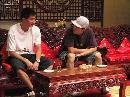 图文:[田径]田径队载誉回国 刘翔和史冬鹏聊天