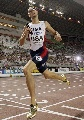 图文:男子4*400美国队轻松获胜 瓦里纳冲过终点
