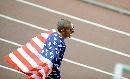 图文:男子4*400美国队大获全胜 瓦里纳身披国旗