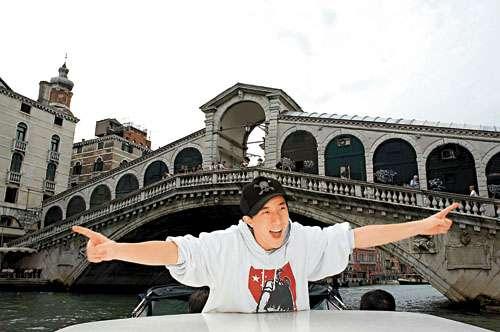 房祖名到威尼斯乘水上的士,心情兴奋
